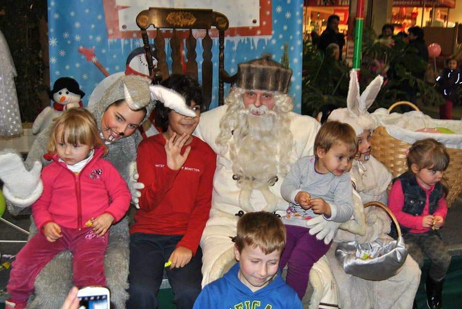 Dedek Mraz s spremljajočim programom
